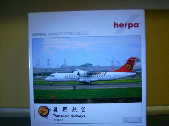 Herpa-Wings-1-200-ATR-72-TransAsia-Airways